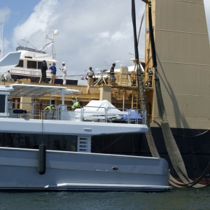 United Yacht Transport - Tong An Cheng Loading of M/Y Solaris