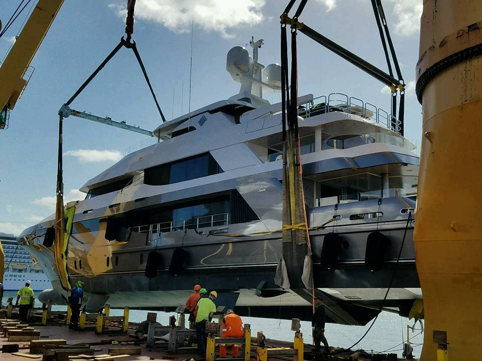 luxury boat transport