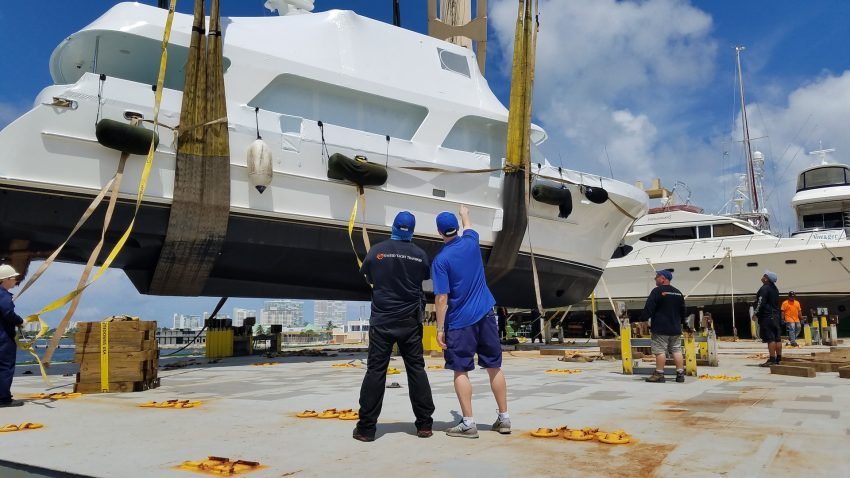 loading yacht on uyt